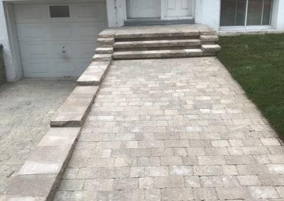 Terrassement d'entrée de maison, pose de pavé uni - Terrassement Daniel Robert de Montréal-Est